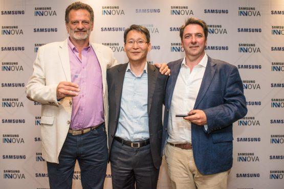 4.-Inmunova-junto-al-presidente-de-Samsung-Argentina-Sang-Jik-Lee-1024x684